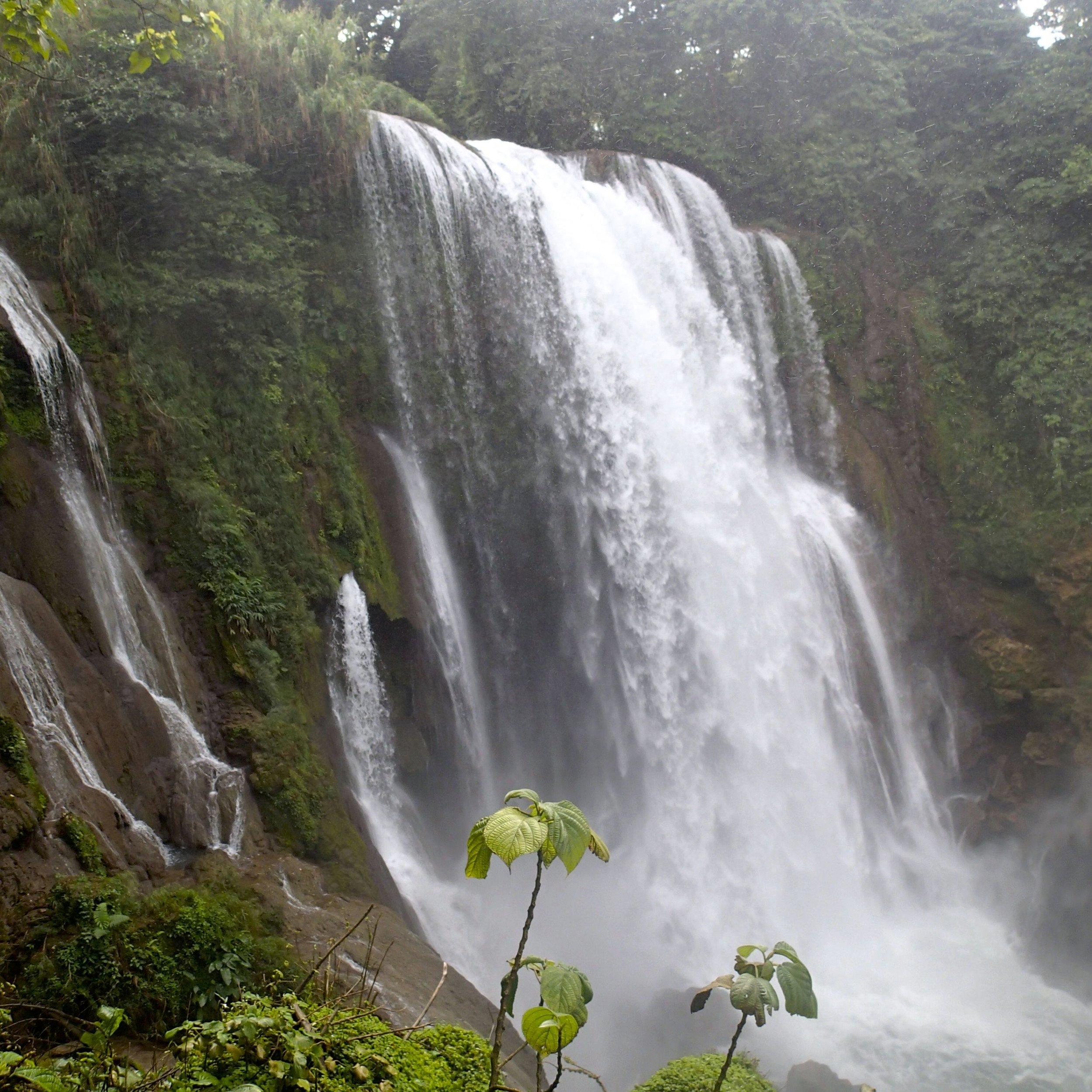 Pulhapanzak falls near Pena Blanca.jpg