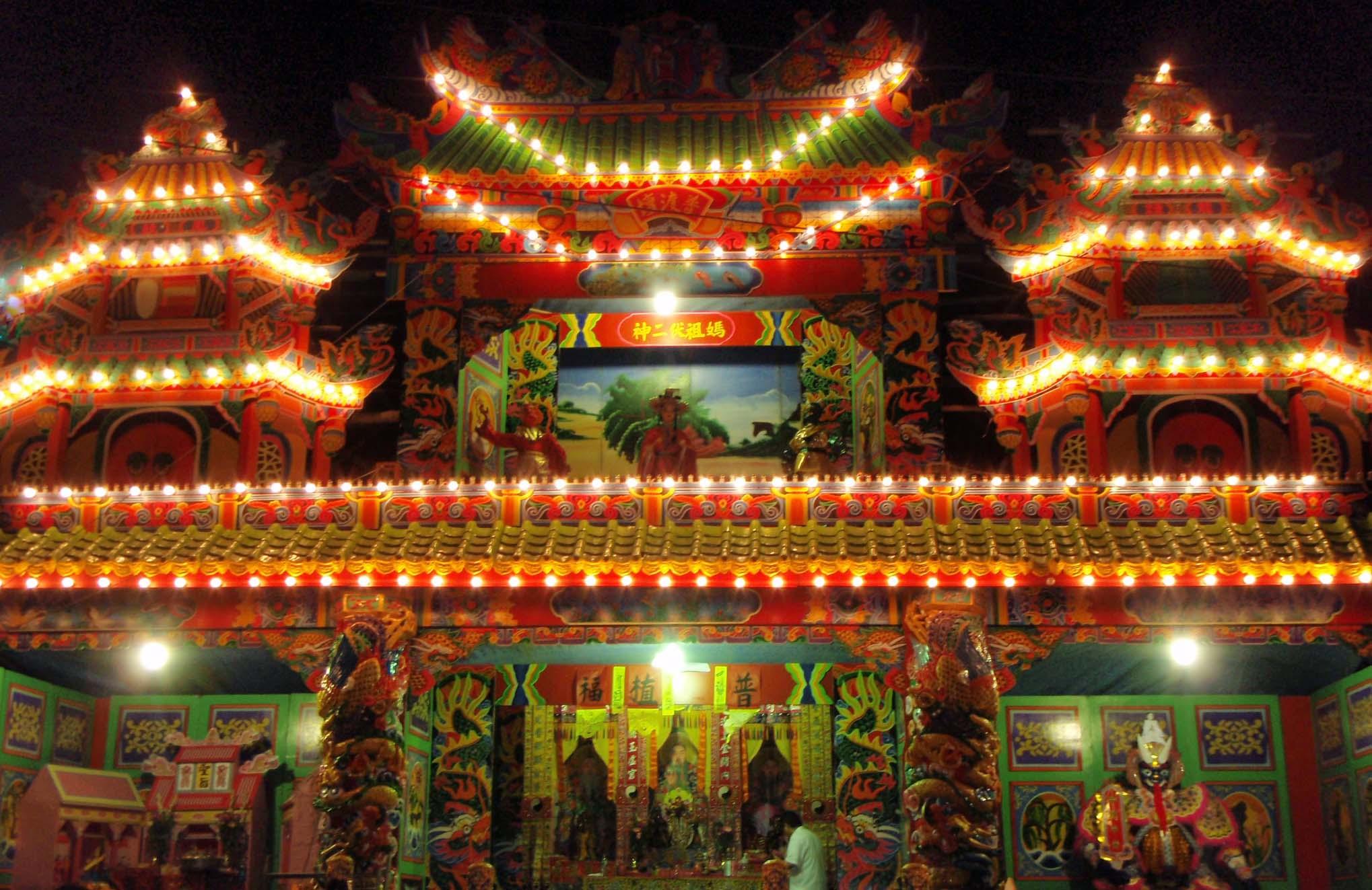 Hengchun ghost festival temple.jpg