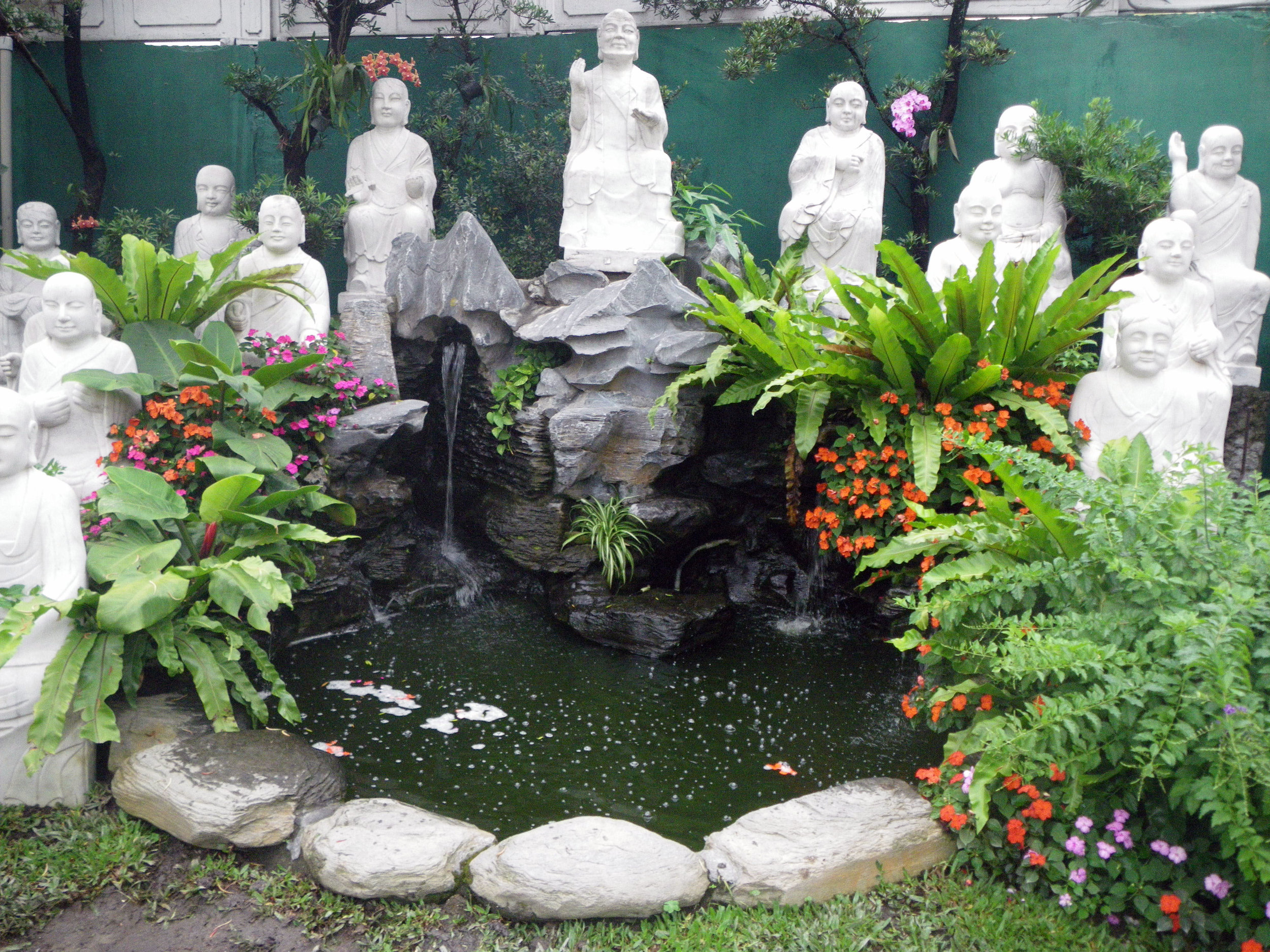 Buddha fountain.jpg
