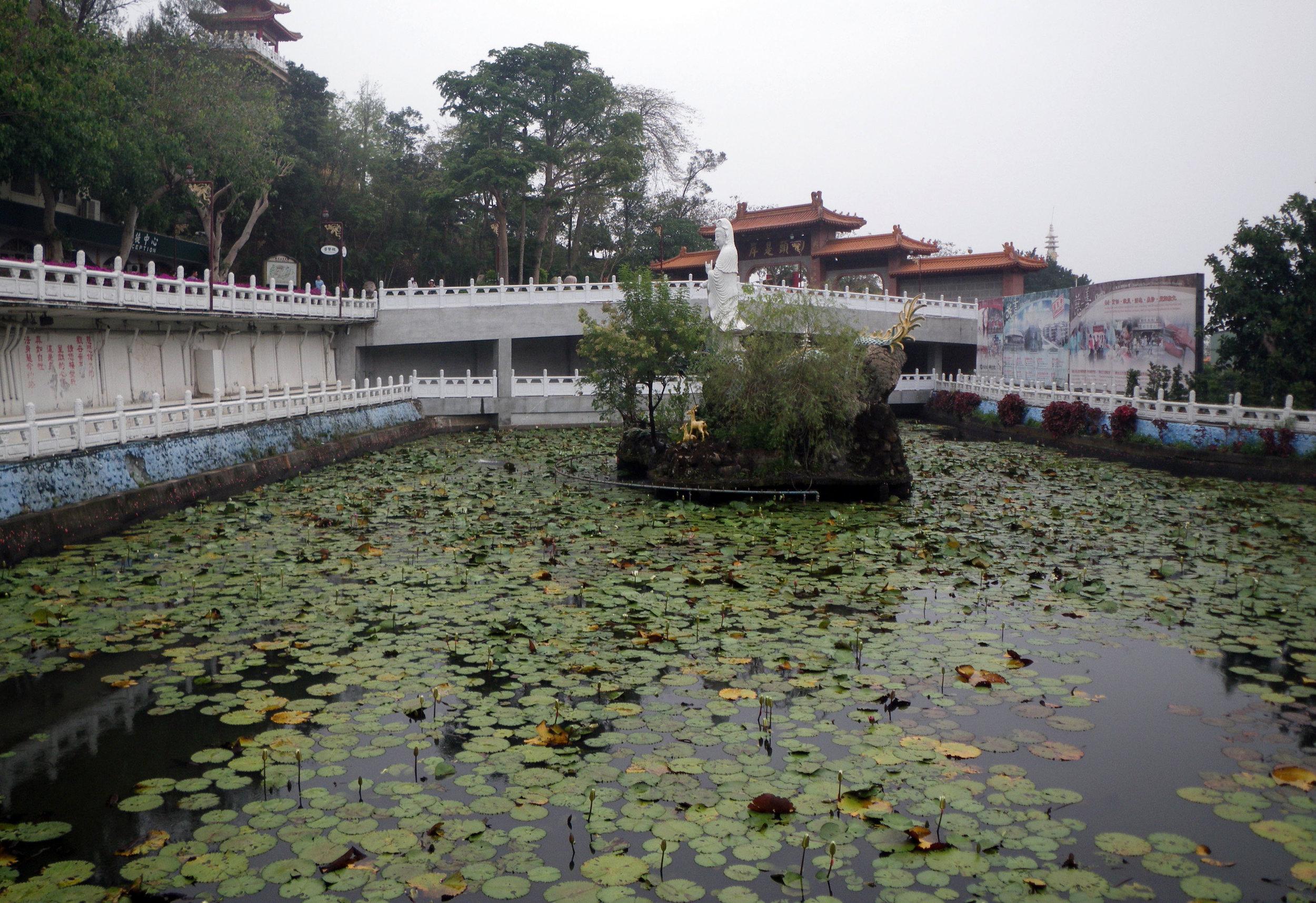 Foguanshan monastery lotus pond.jpg