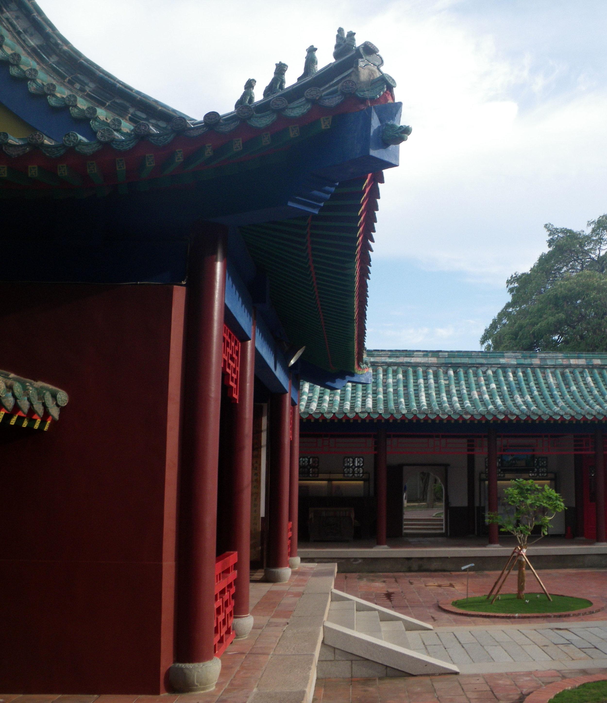 Tainan Confucious temple.jpg