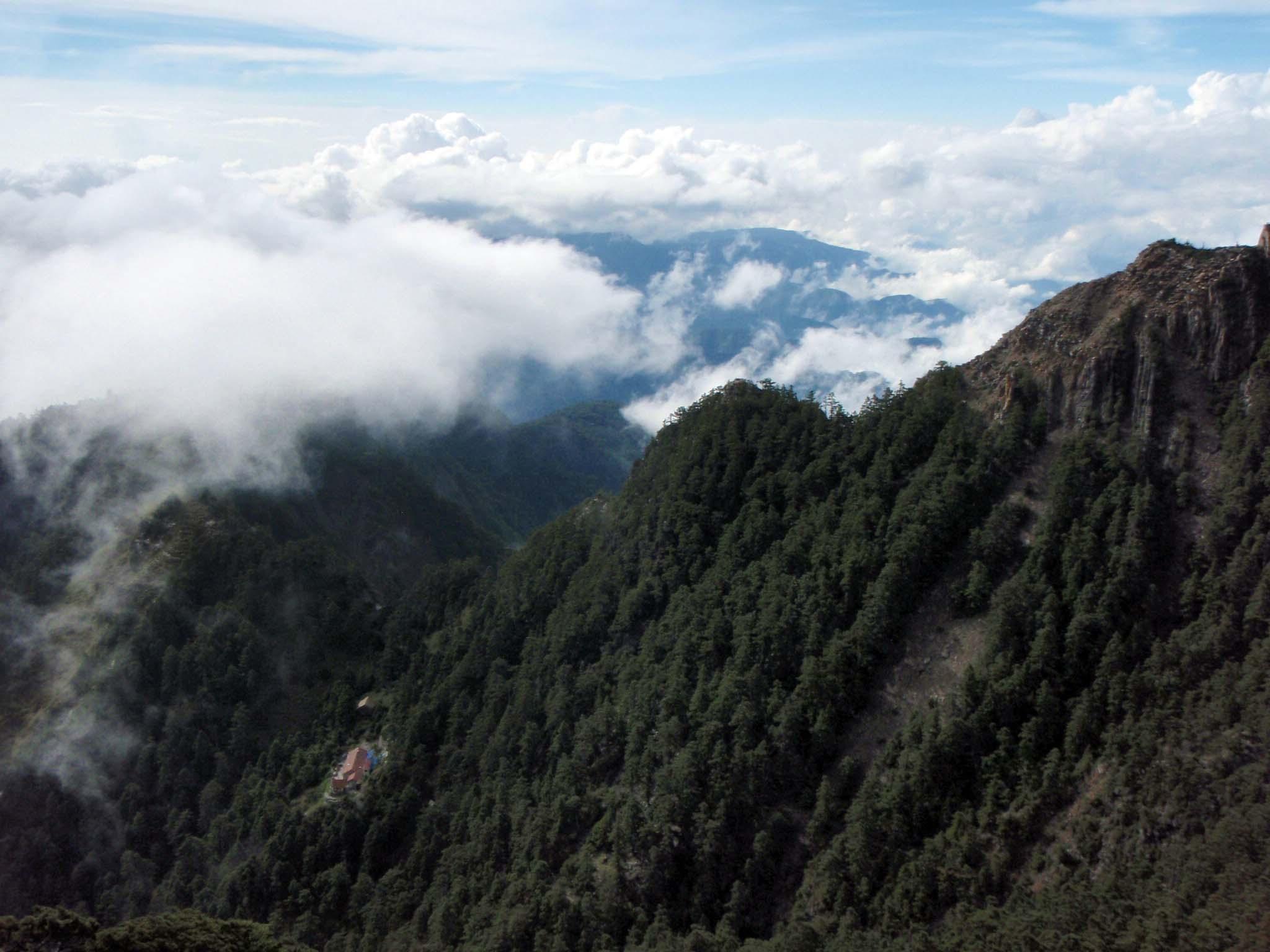 overlooking the Paiyun Lodge.jpg