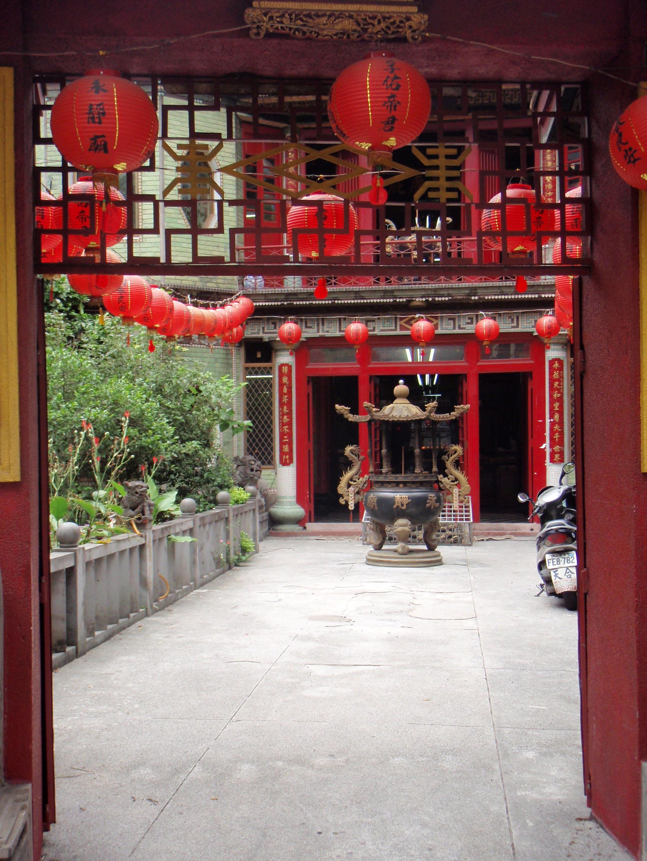 Taipei temple.jpg