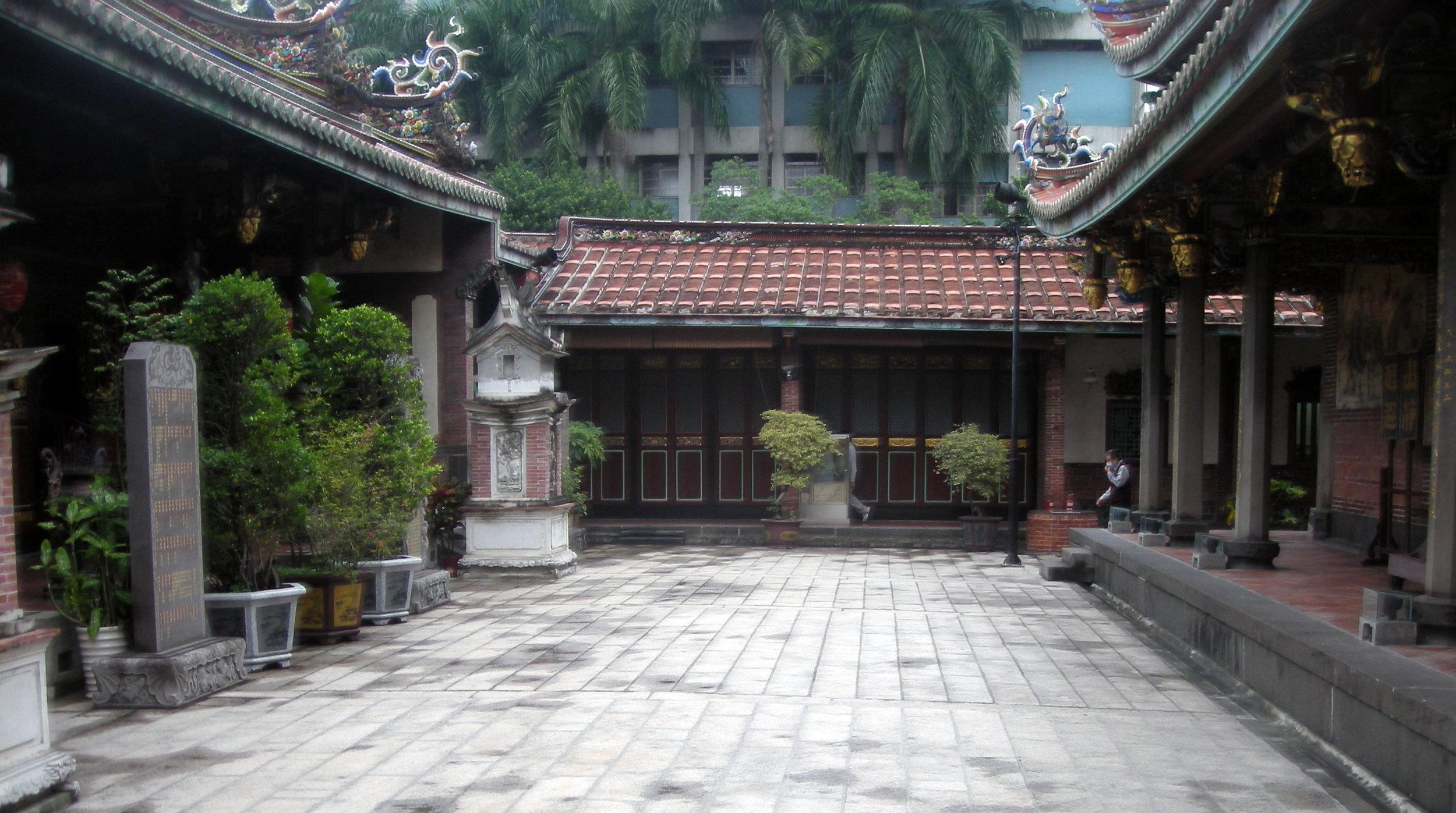 Baoan temple.jpg