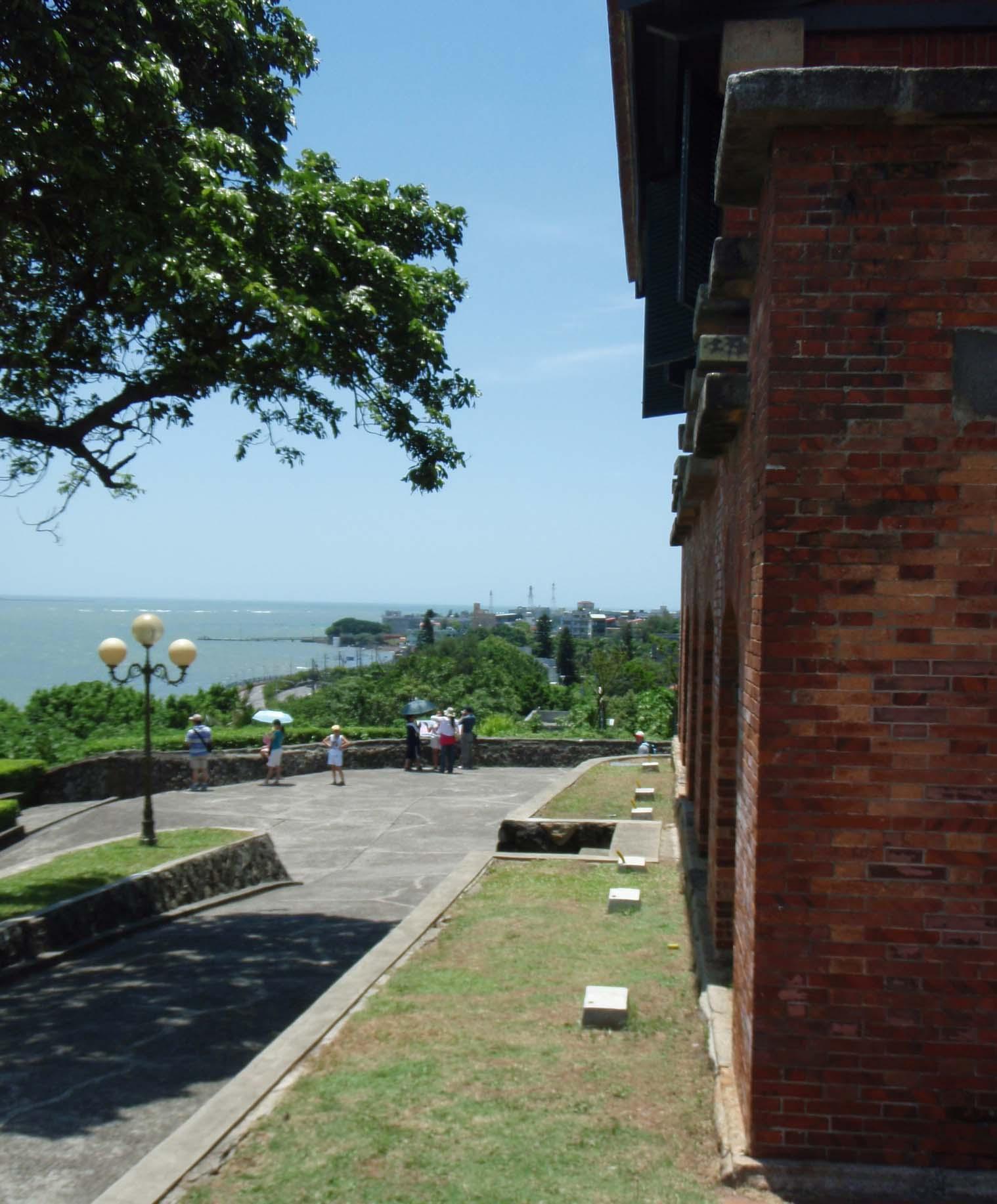 Danshuei and fort.jpg