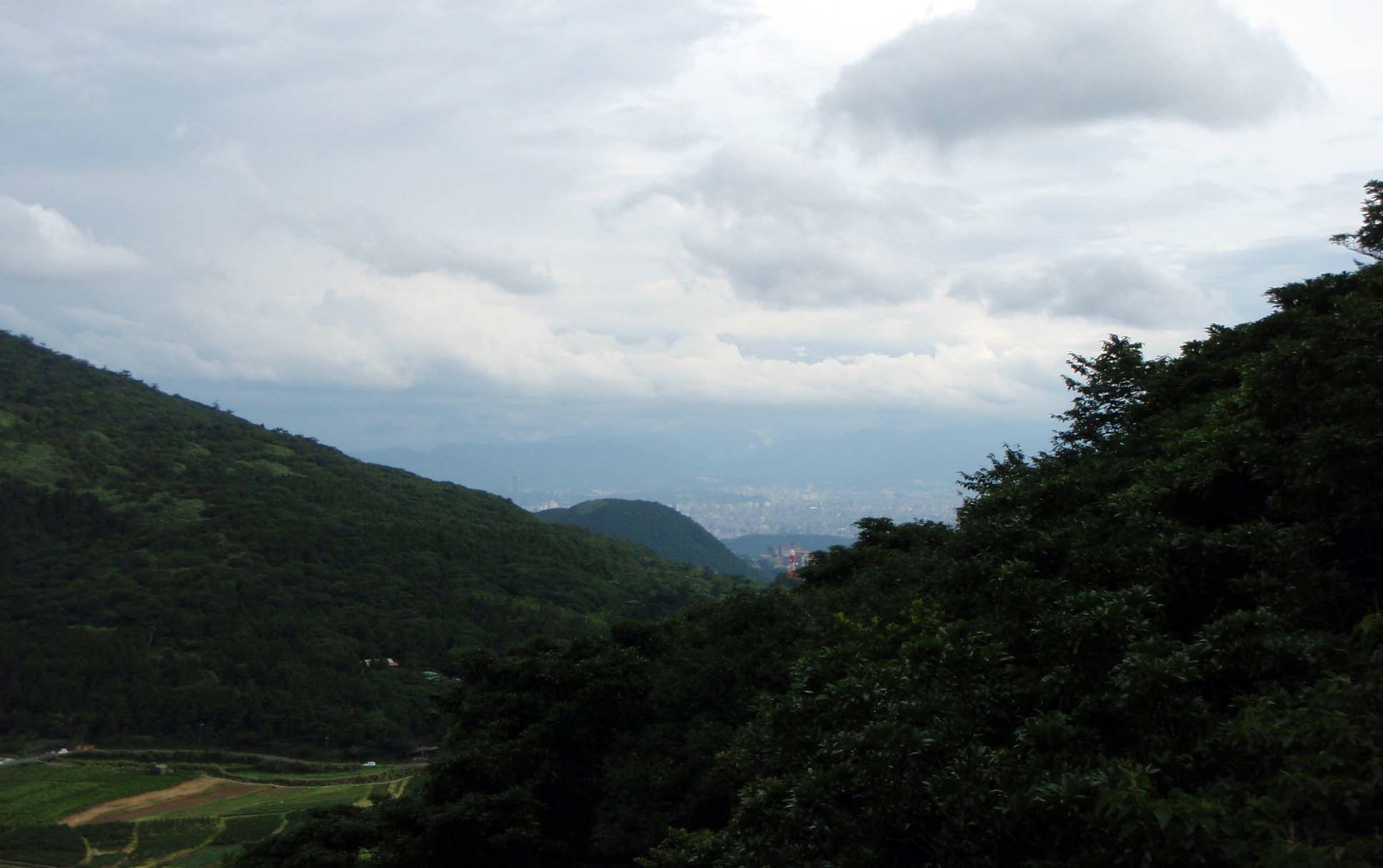 Taipei from the surrounding highlands.jpg