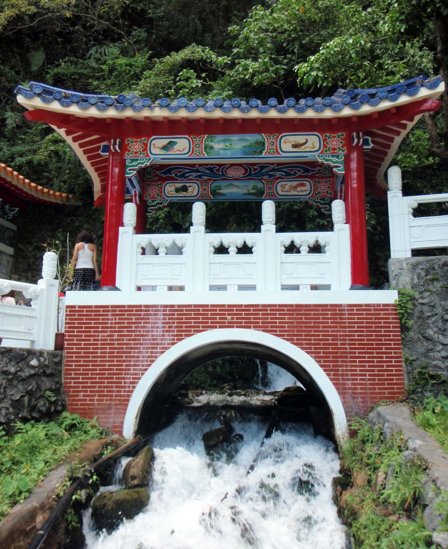 Taroko temple 2.jpg