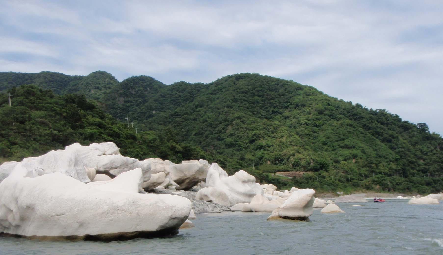 Hsiaoguluan boulders.jpg