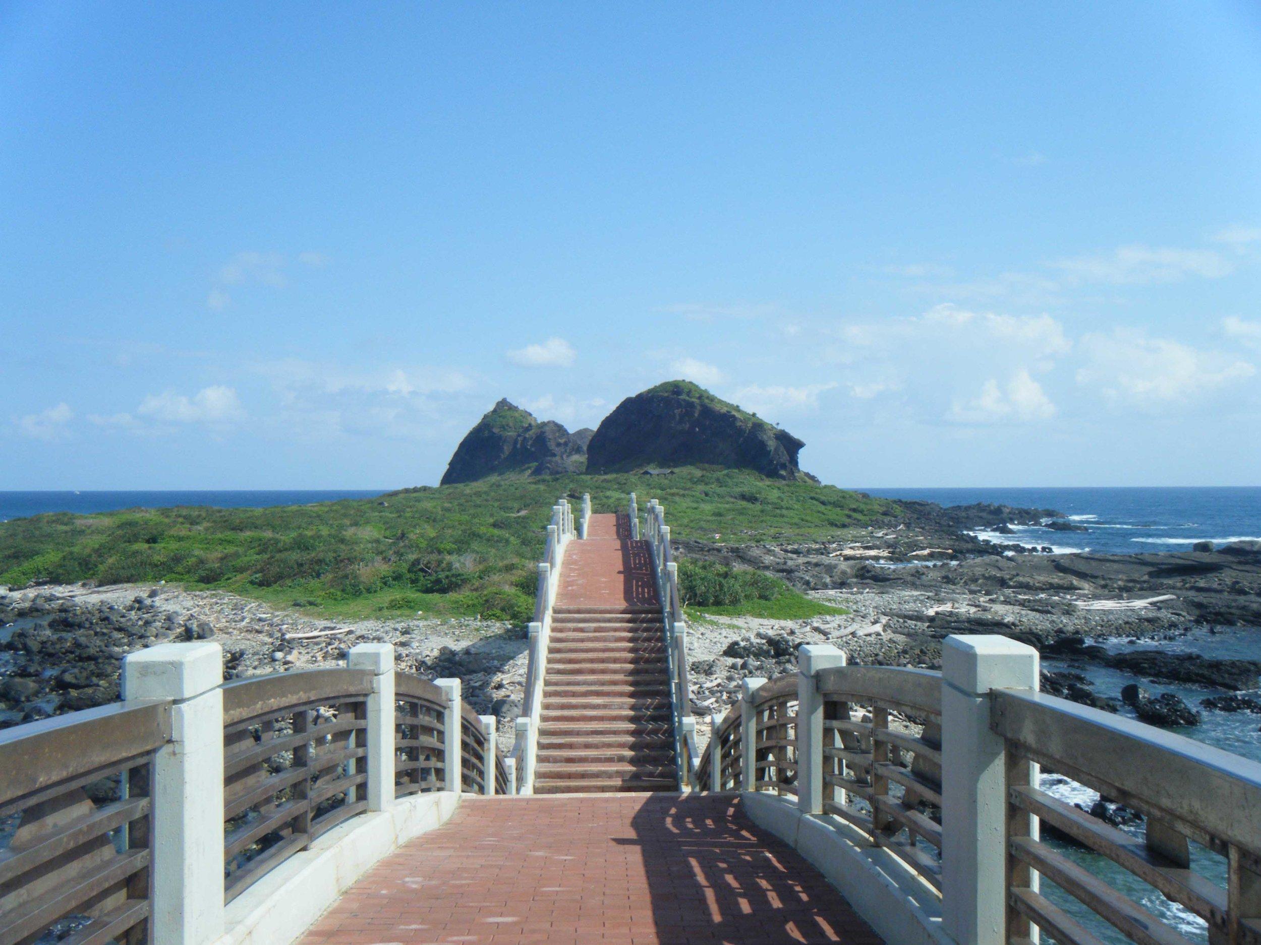 bridge to Sansiantai.jpg