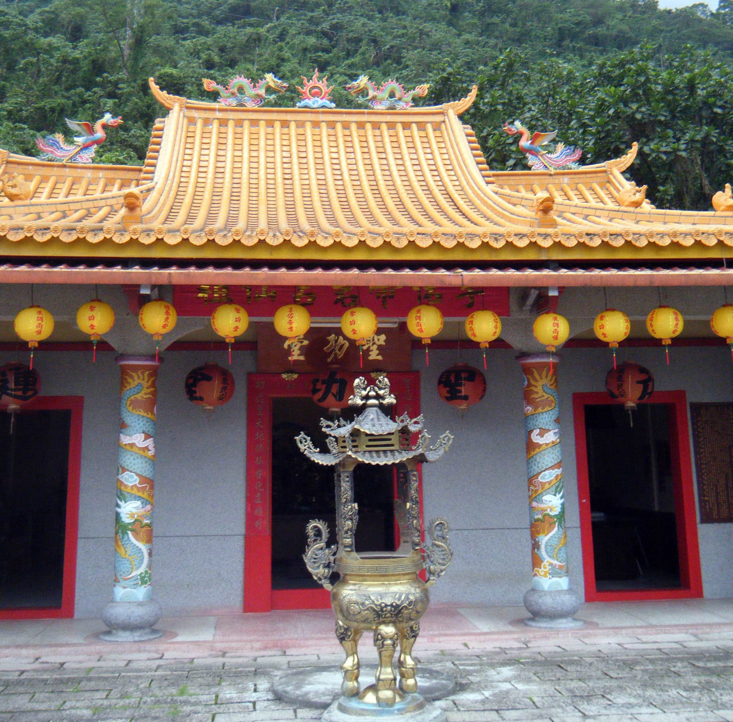temple near Liyutan.jpg