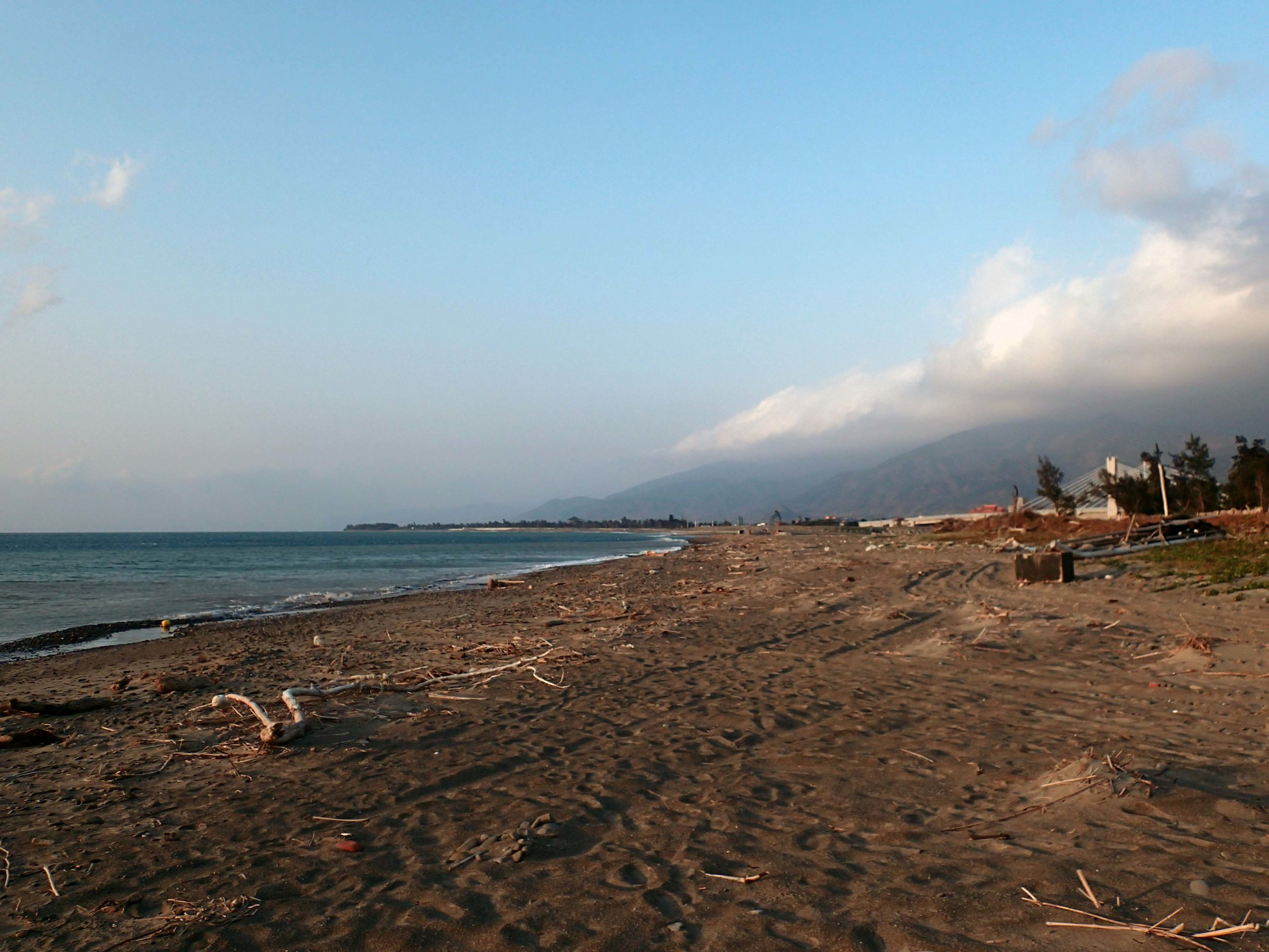 desolate beach near Checheng.jpg