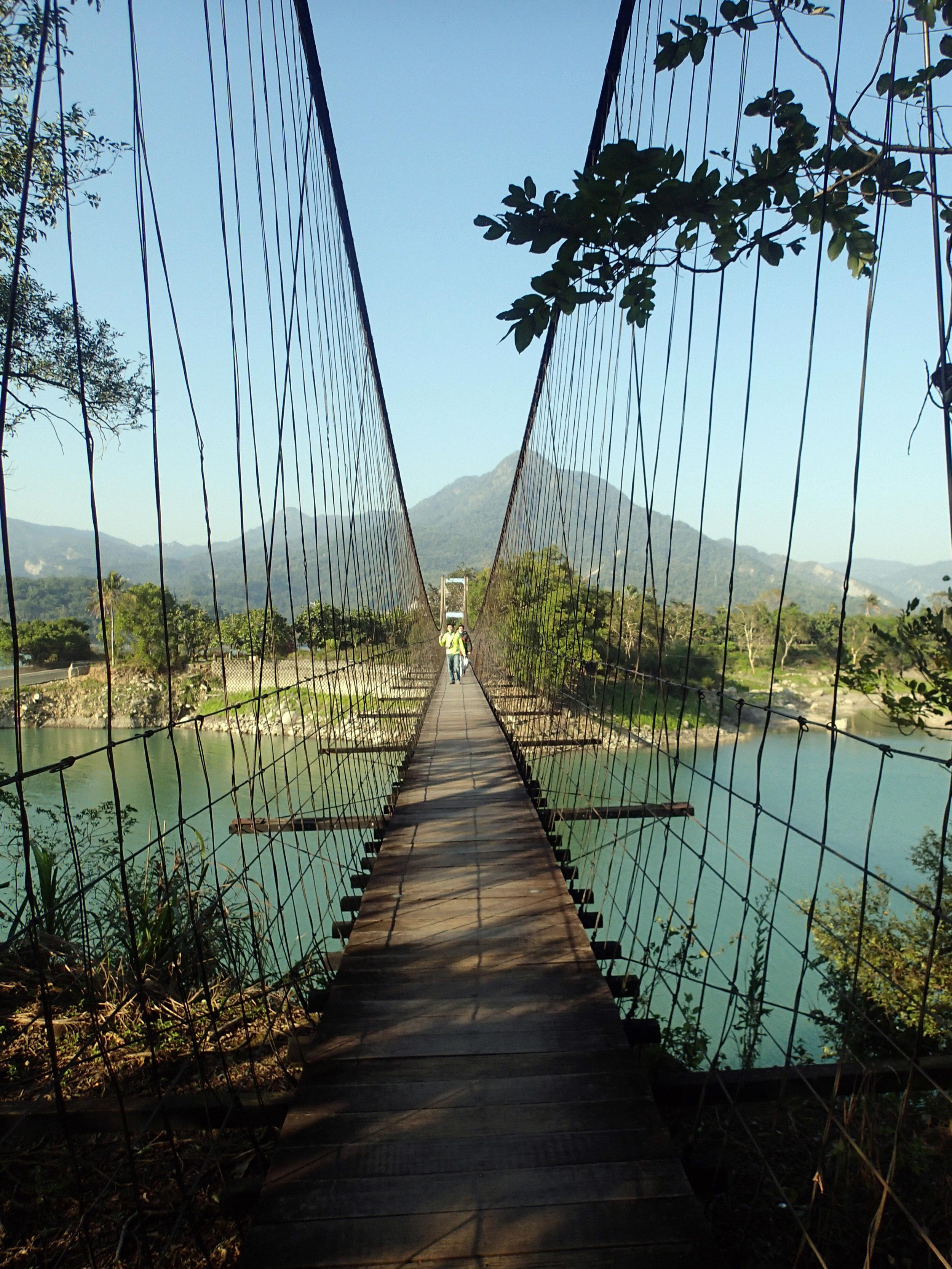 Lover's Park suspension bridge.jpg