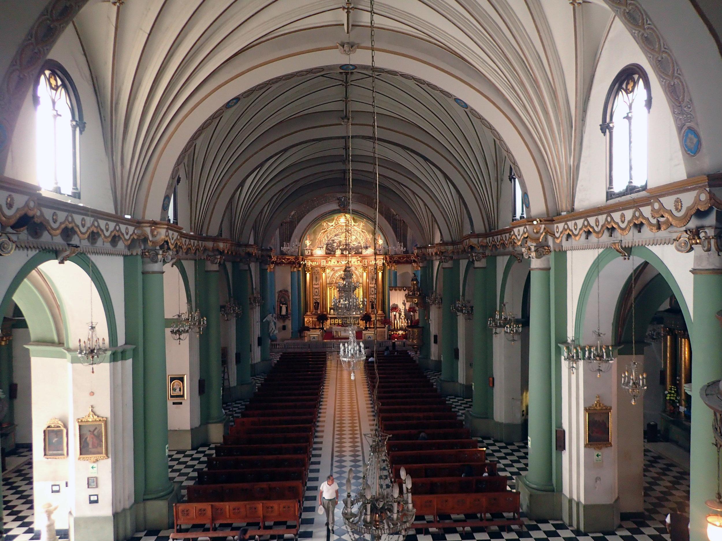 Santo Domingo's nave.jpg