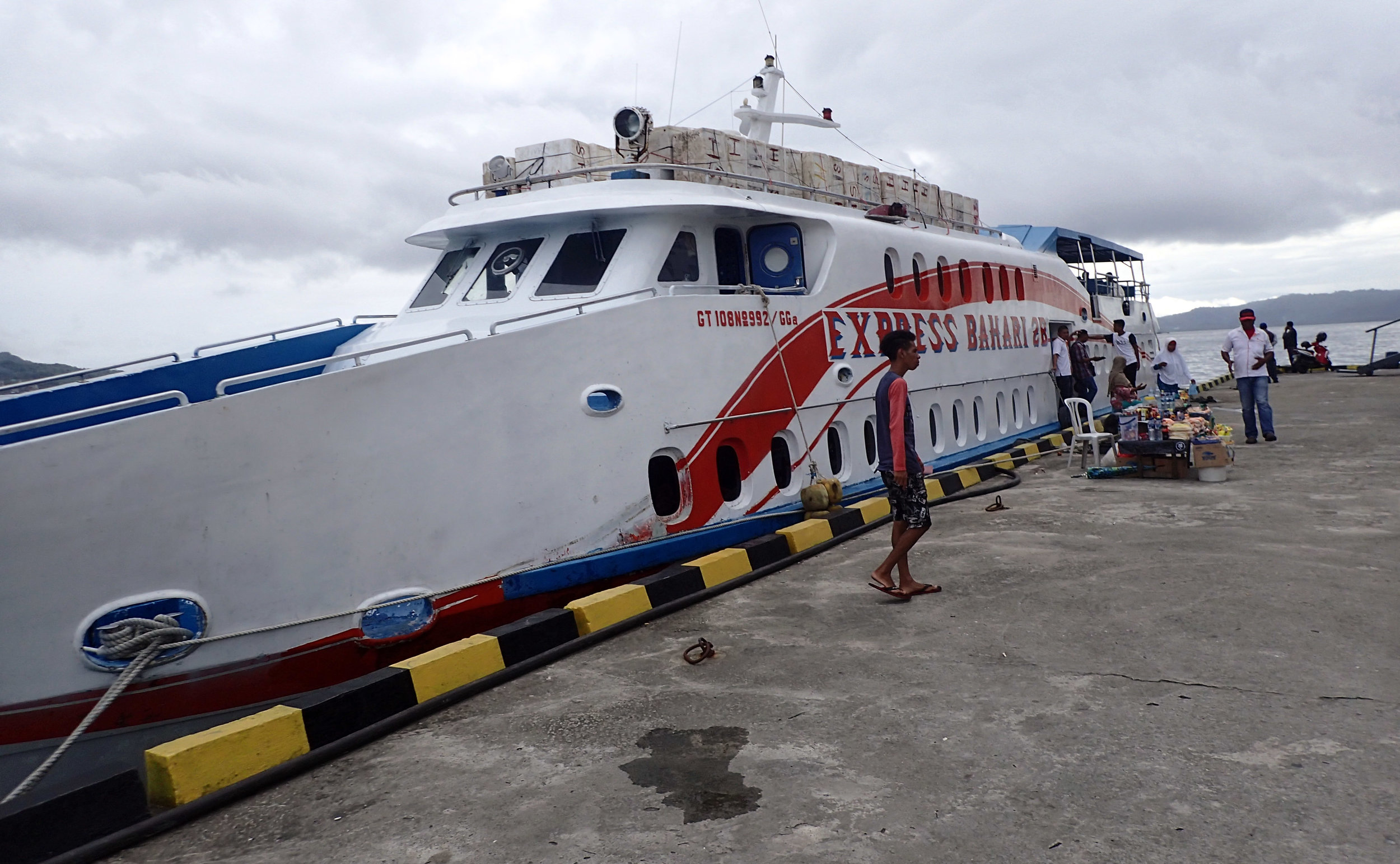 fast boat to Bandanaira.jpg