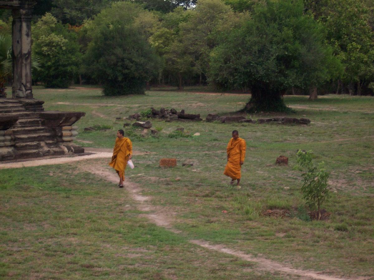 angkor monks.jpg