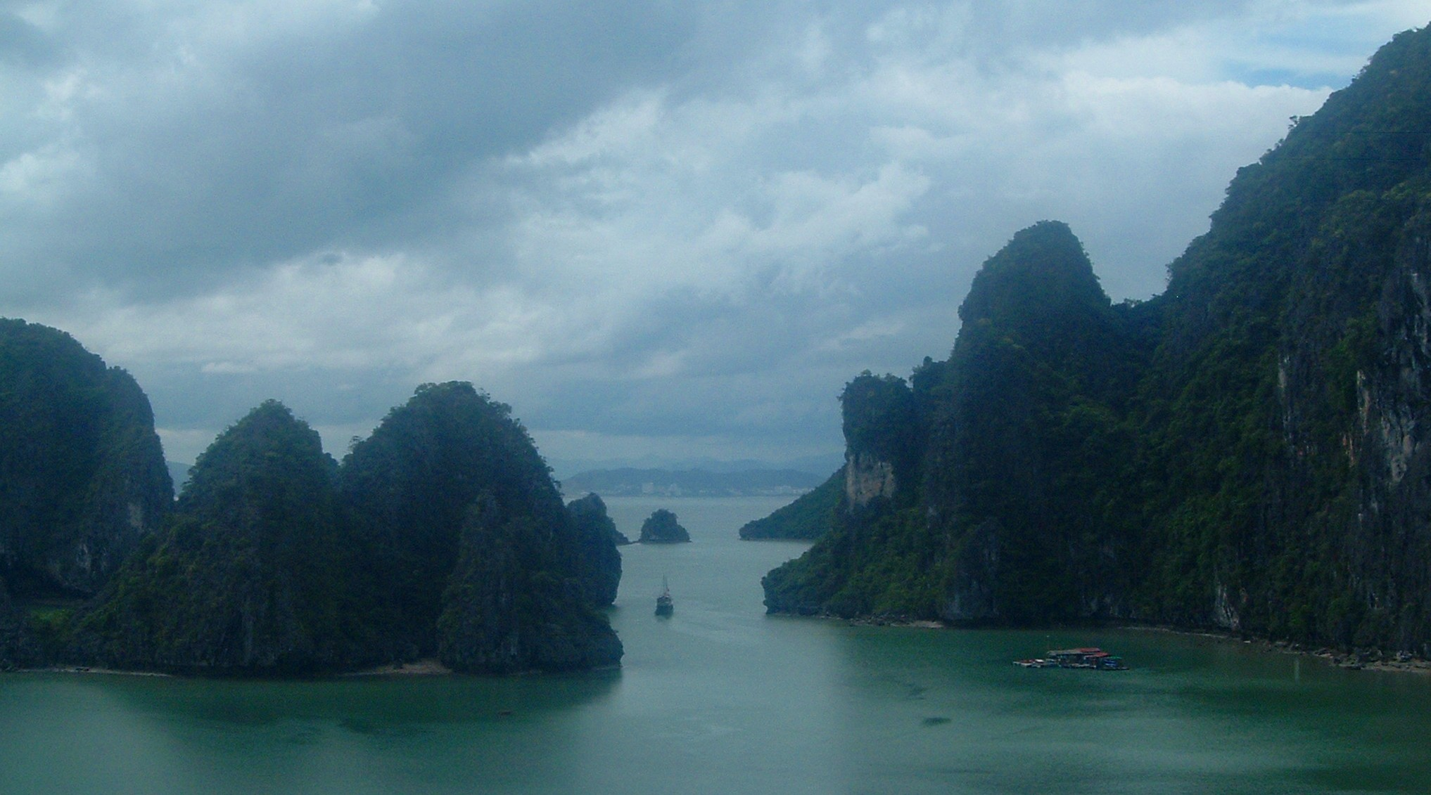 halong bay world heritage site.JPG