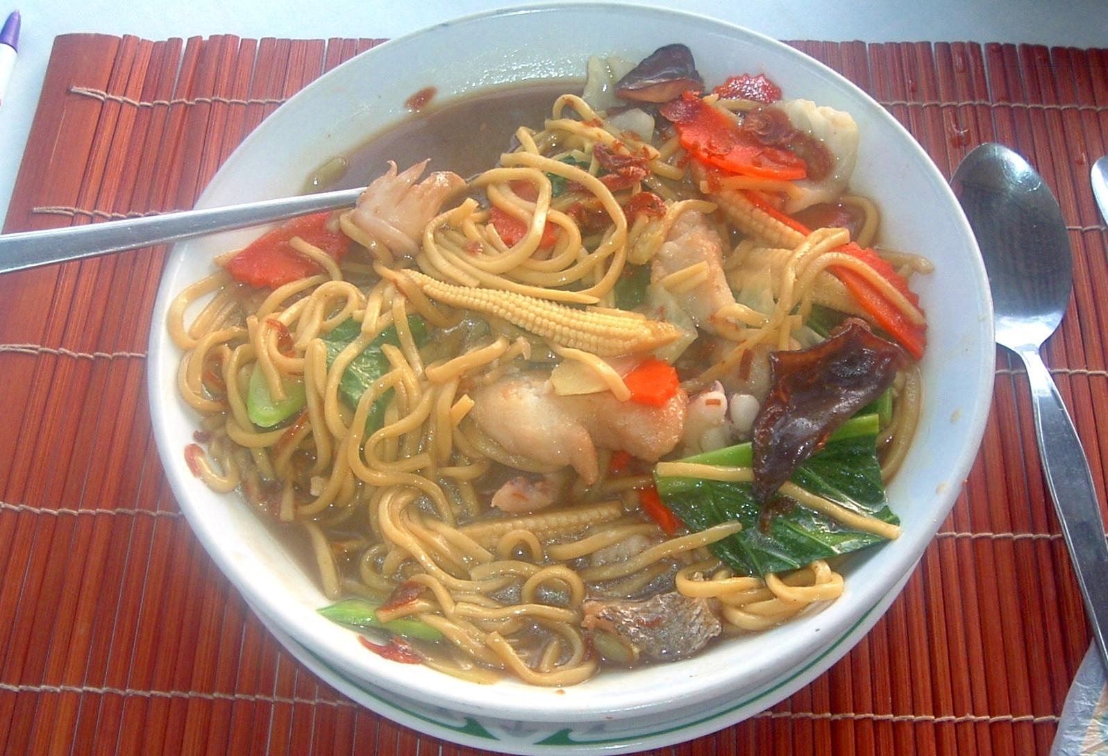 phuket yellow noodle seafood.JPG
