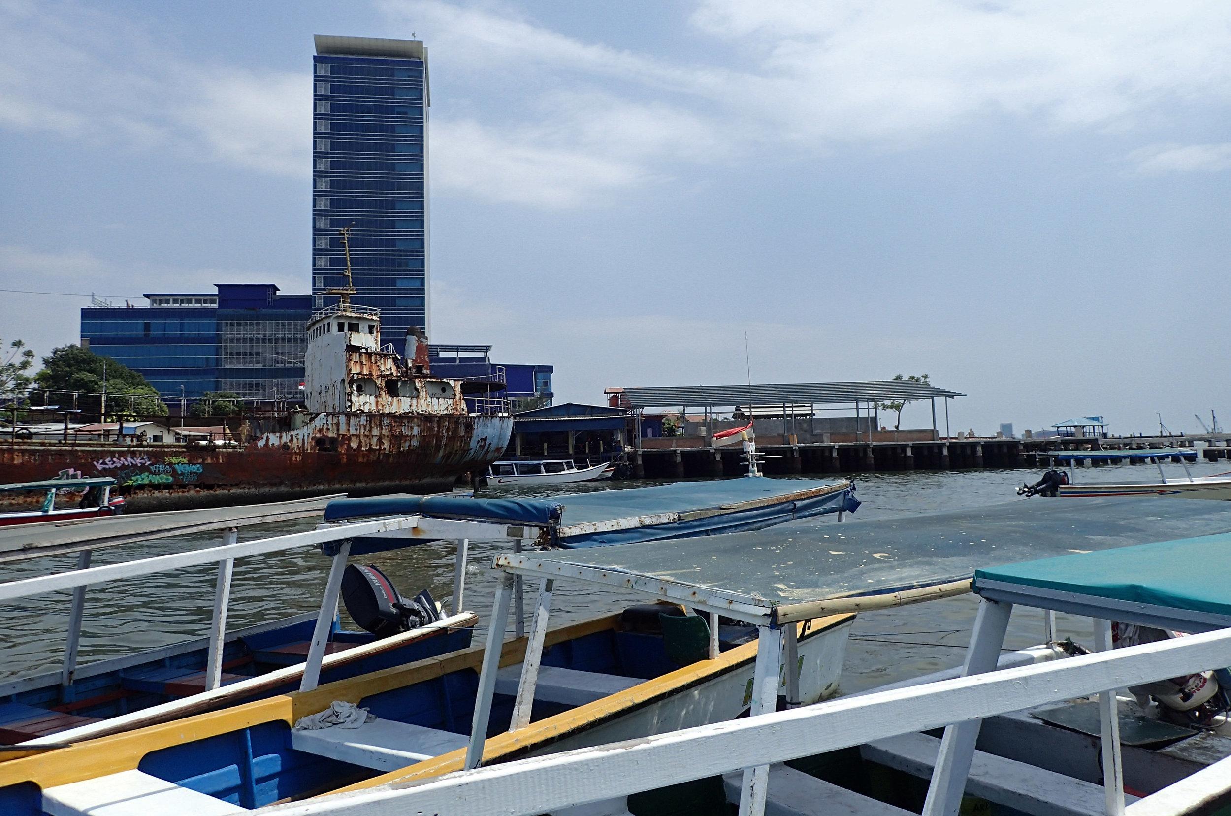 tourist boat marina.jpg