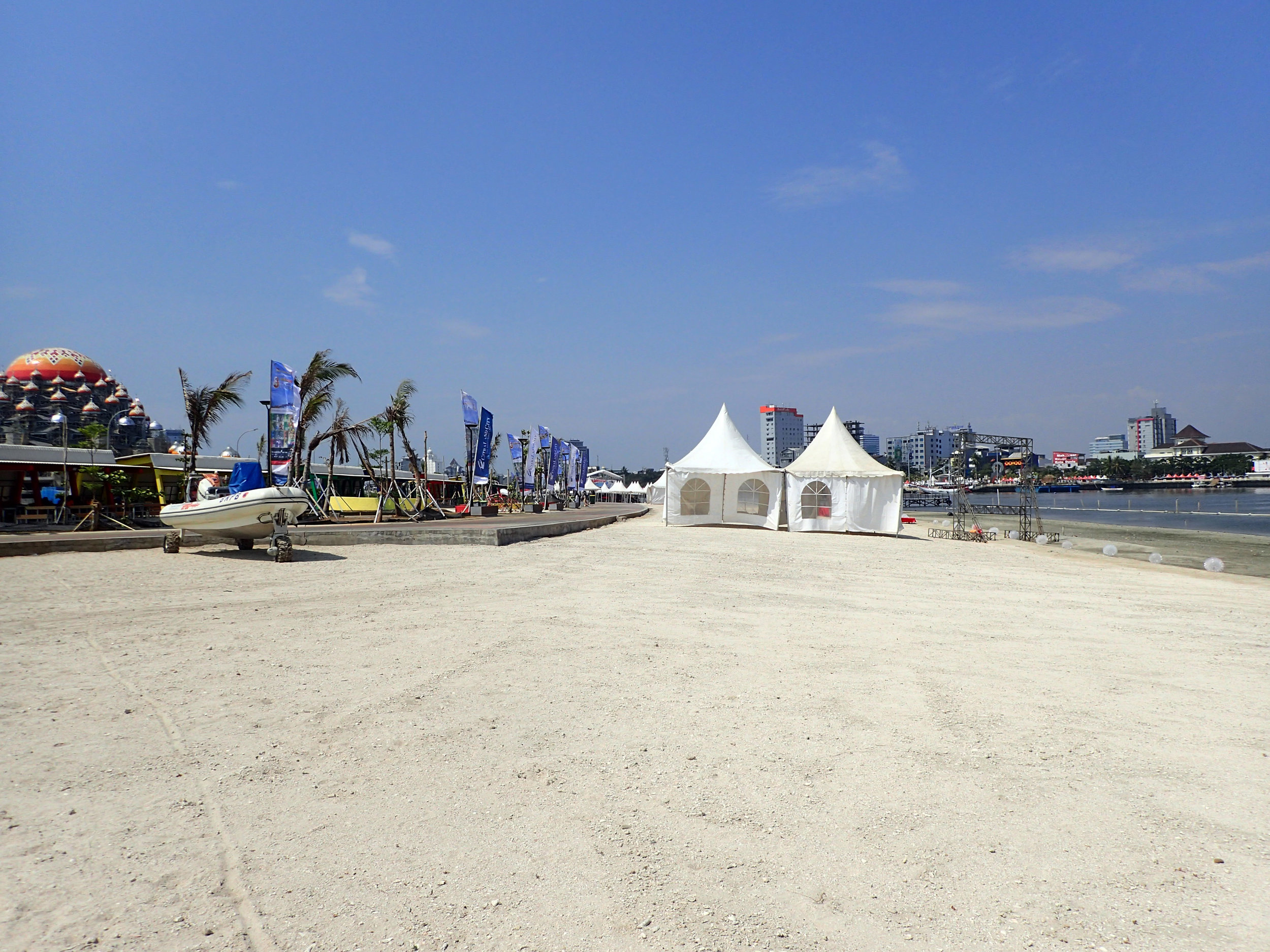 Makassar beach.jpg