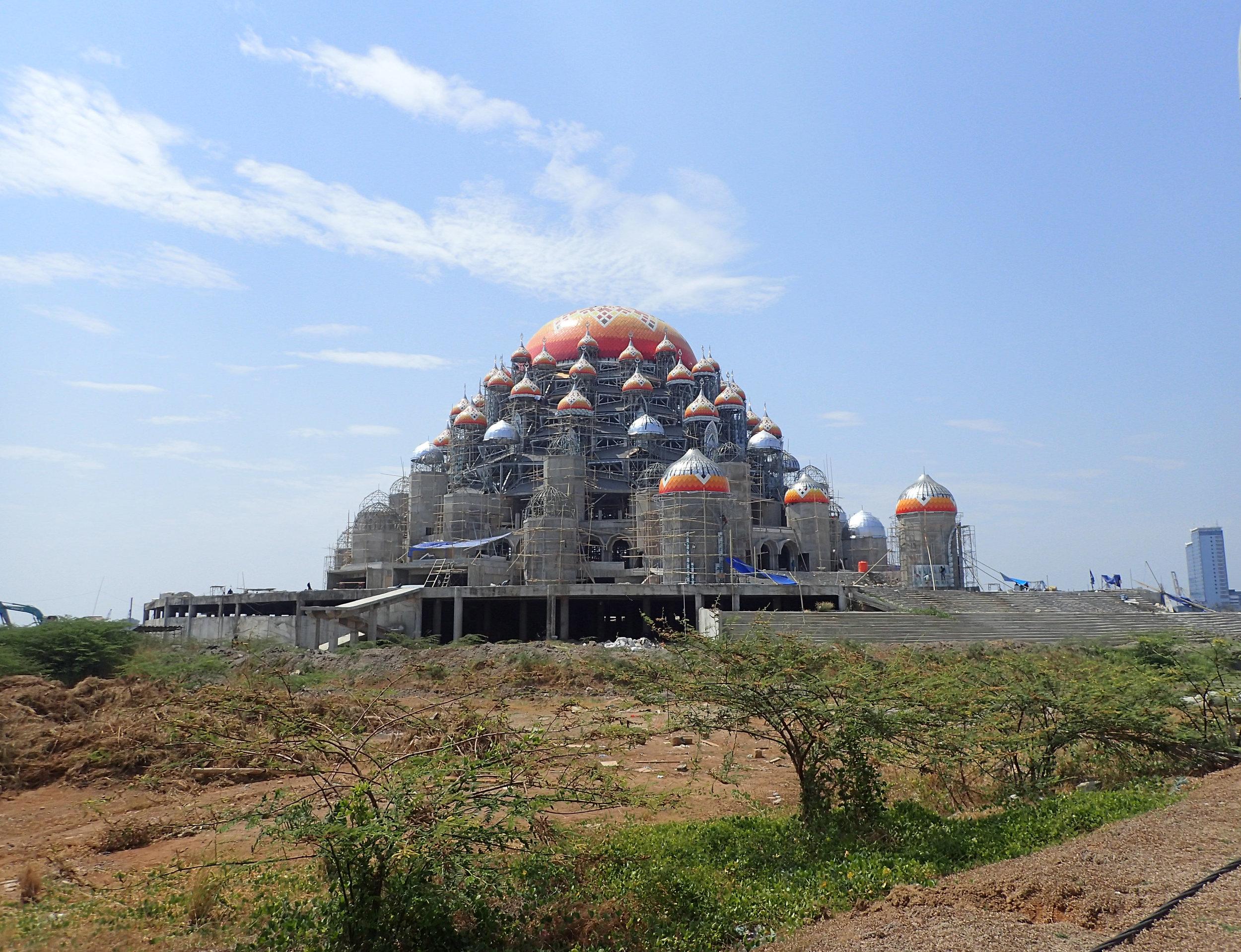 massive Makassar mosque.jpg