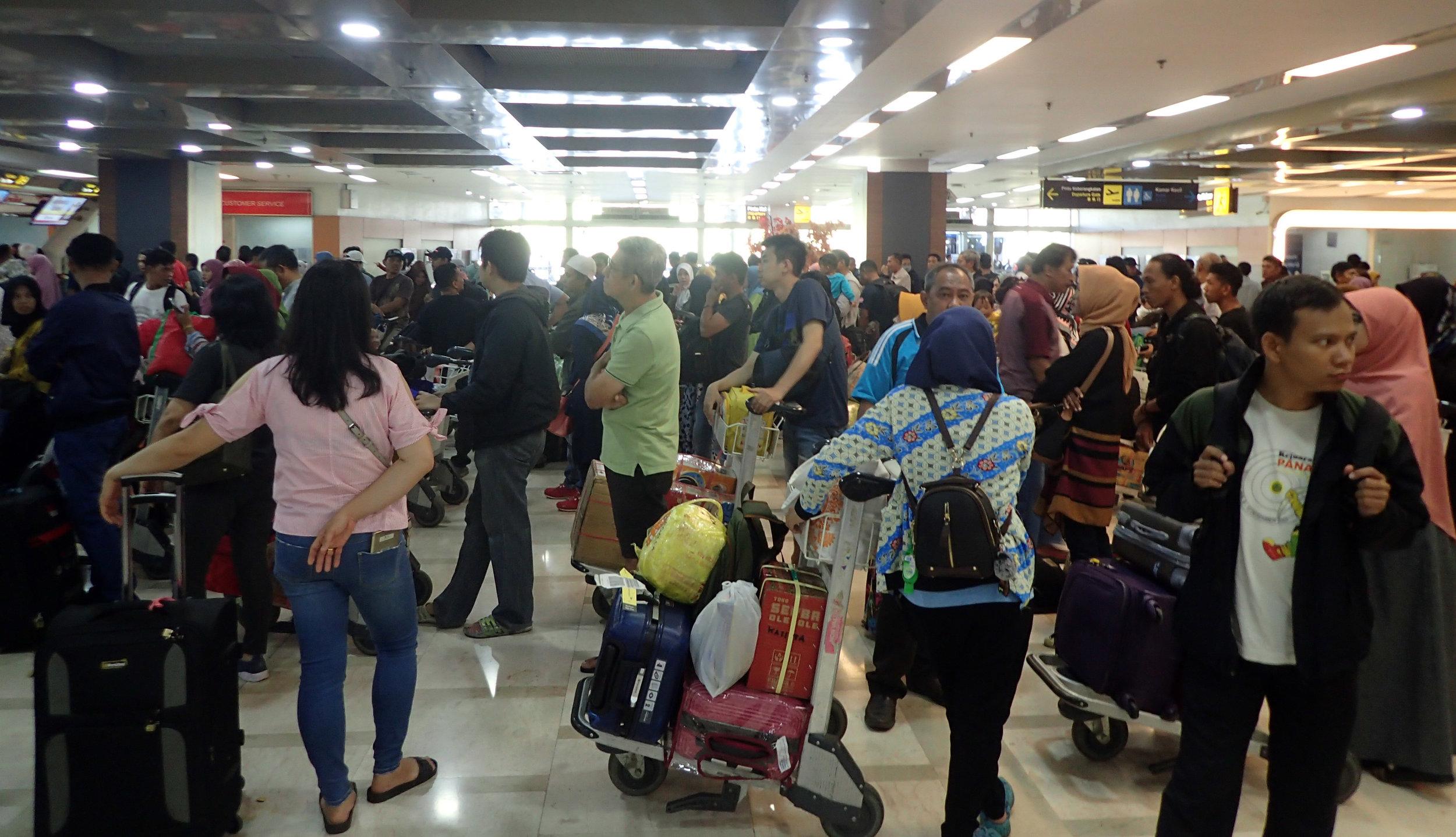 ridiculous crowds Makassar airport.jpg
