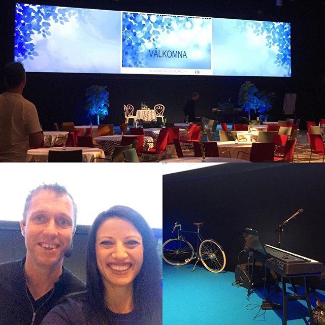 Hänger med gänget på Bluegarden idag och delar scen med bl.a Klas Hallberg - galet rolig start på dagen!👍😄🎹 #bgk16 #klashallberg #pianist #contrastevent #bluegarden