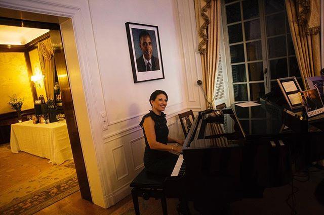 Såhär såg det ut när jag jobbade ikväll! Tack @karloskarphoto för grymma bilden!! #tv4 #kvinnligtnätverk2016 #pianist #yamaha