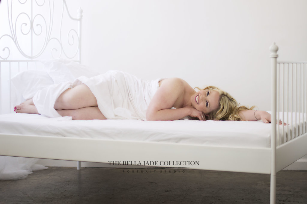 phoenix-scottsdale-glamour-photographer-white-sheet-boudoir-photography-the-bella-jade-collection-001