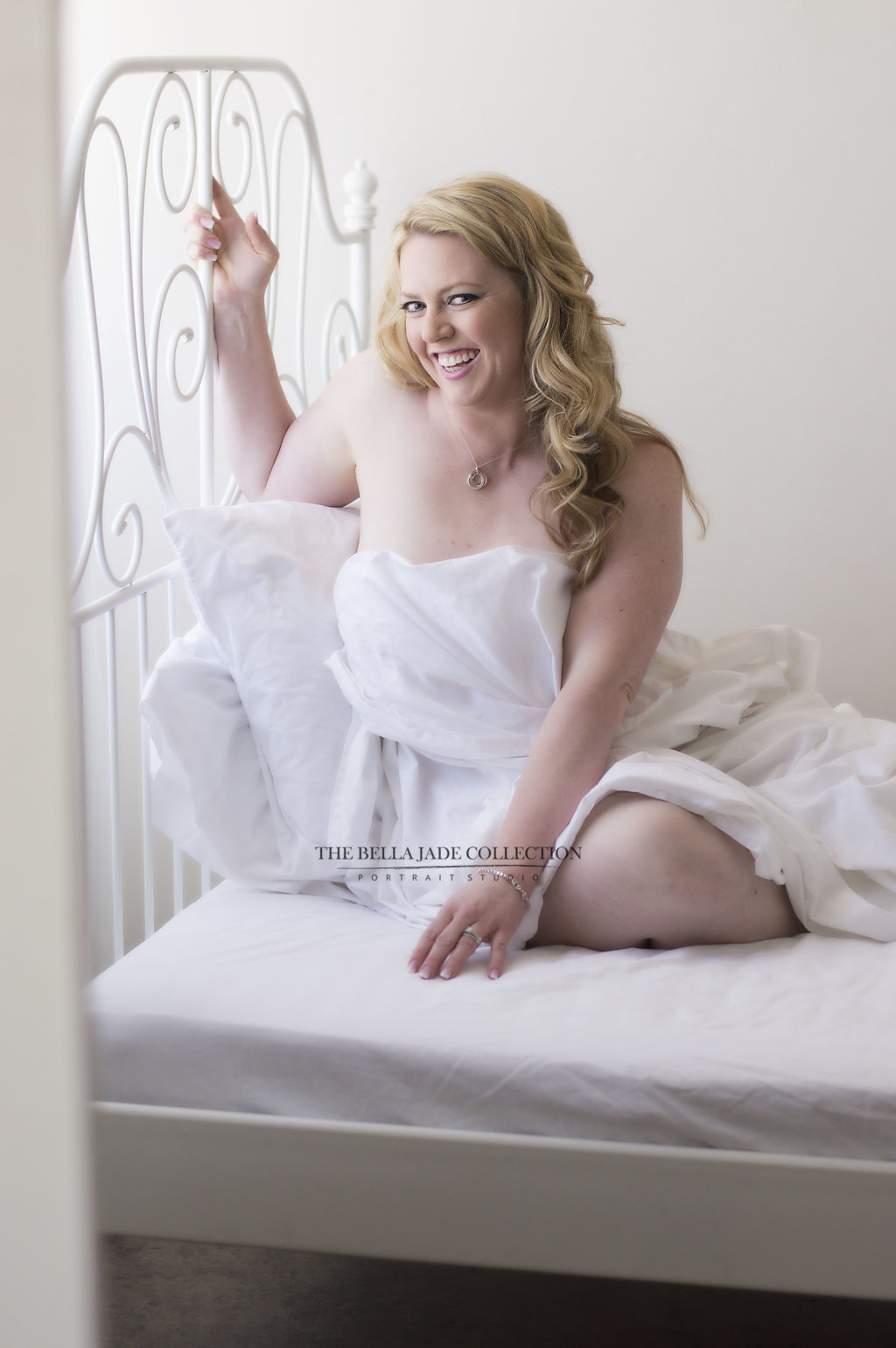 phoenix-intimate-photographer-white-sheet-boudoir-photography-the-bella-jade-collection-006