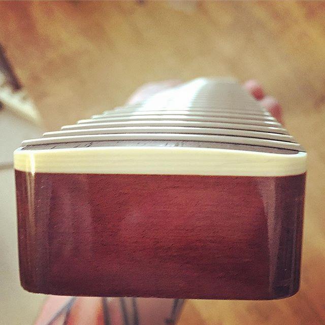 New stewmac 154 frets installed 👌 . . . . #gitarr #knowyourtone #geartalk #guitarnerd #guitargeeks #guitarsdaily #gearaholics #gearpassion #guitargeekssweden #whatsonyourbench #MusicansDaily #fretwork #stewmac #boutiqueguitars