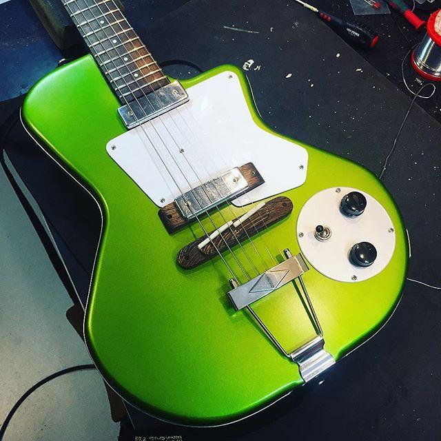A Dan Dunham Guitar is ready for some serious Honka with Hannes! #honka #juniorwatson #dandunham #blues #tone