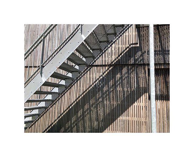 Smukke detaljer på Vadehavscentret 🍂  _____  #vadehavscentret #studioritz #waddensea #vadehavet #nationalpark #design #furniture #danishdesign #wood #steel #robinietræ