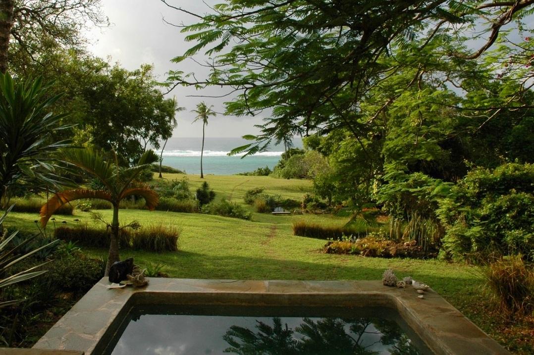 Plunge pool at Ras Kikadini beach house