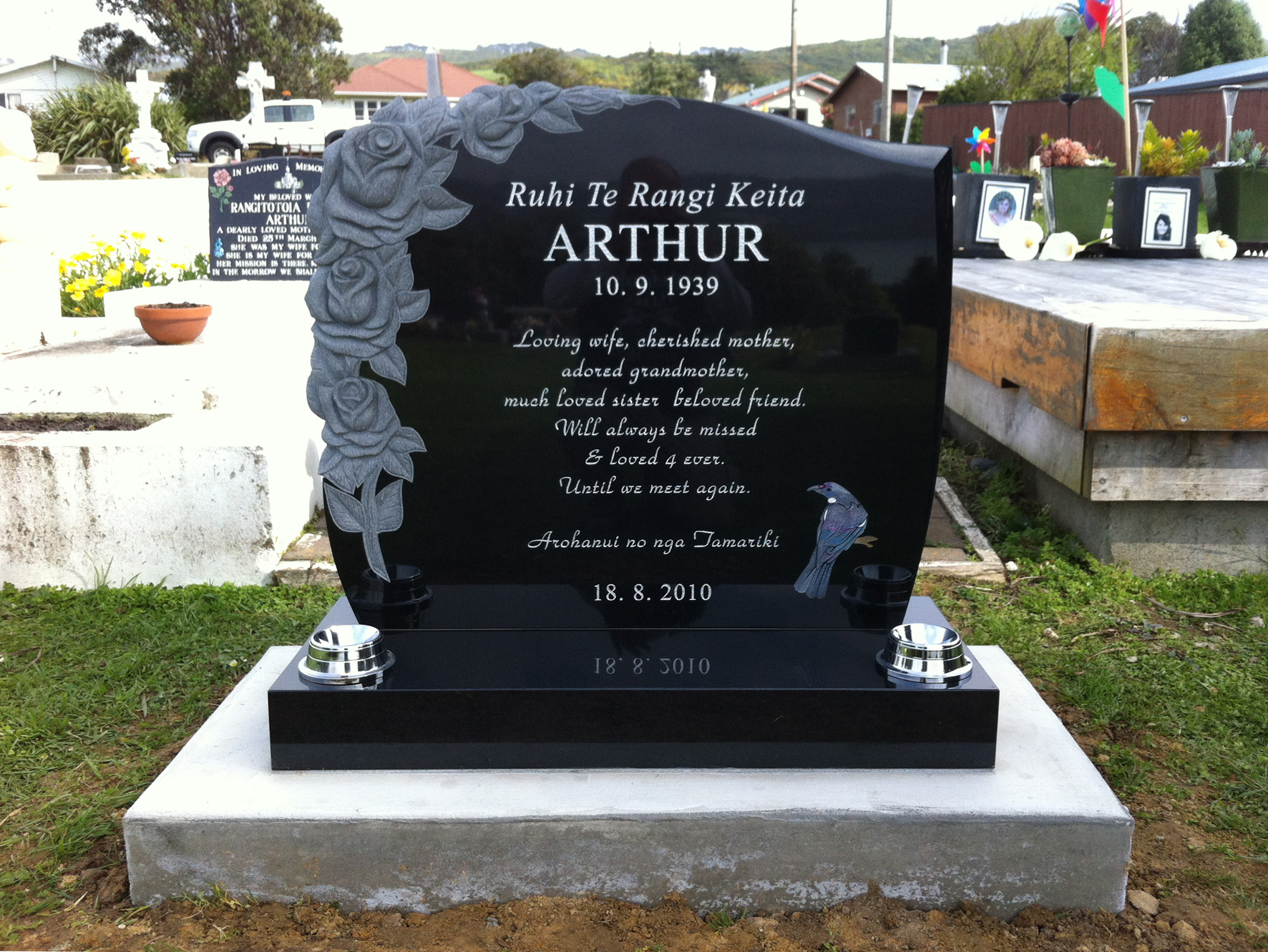 Black granite headstone with Tui bird and carved rose