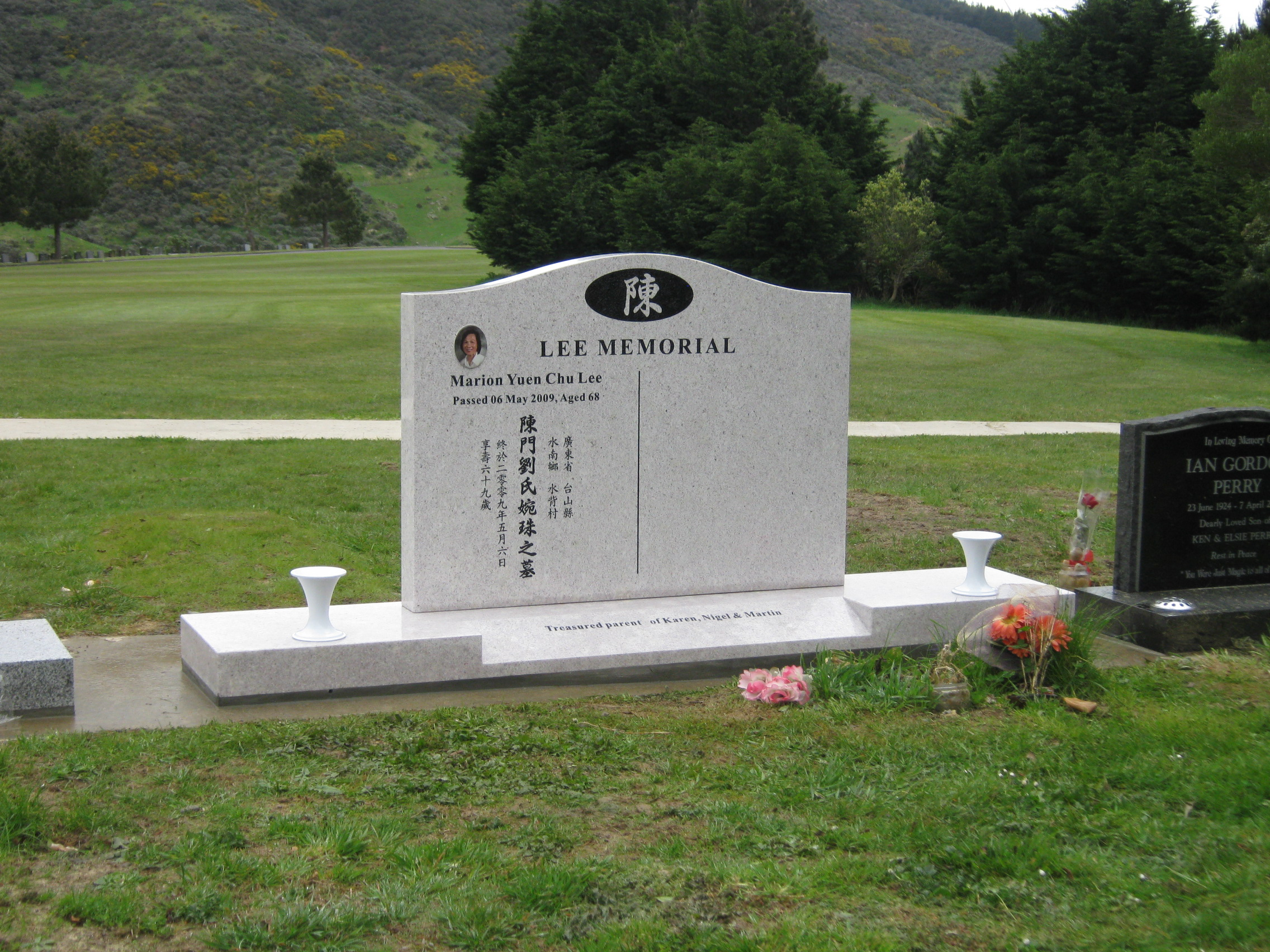 White pearl headstone with large base