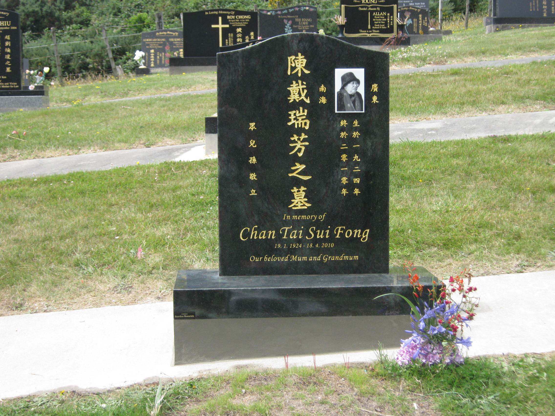 Jade green granite headstone, 23 carat gold Chinese lettering