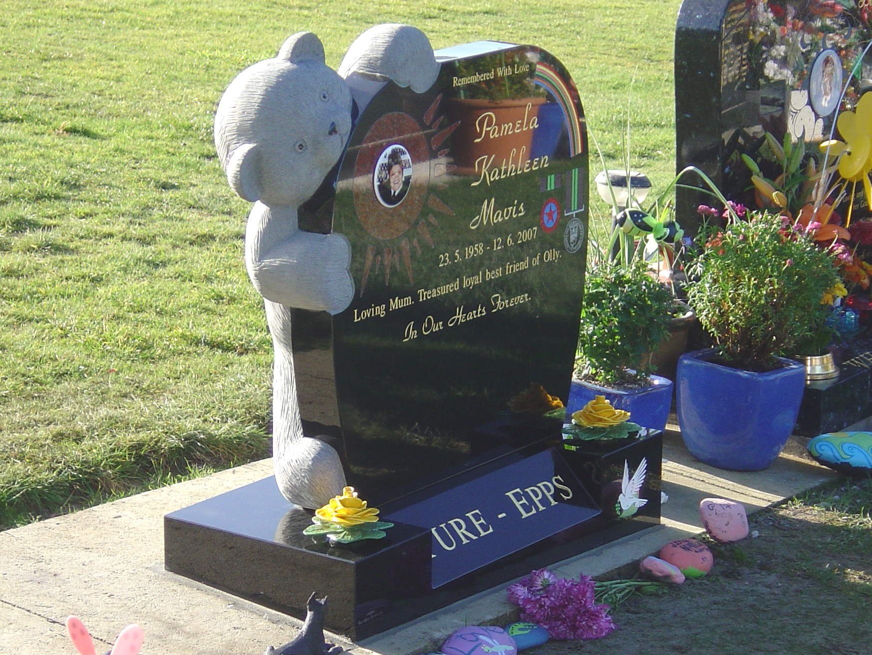 Teddy Bear Headstone. Inlay. Black Granite (2).jpg
