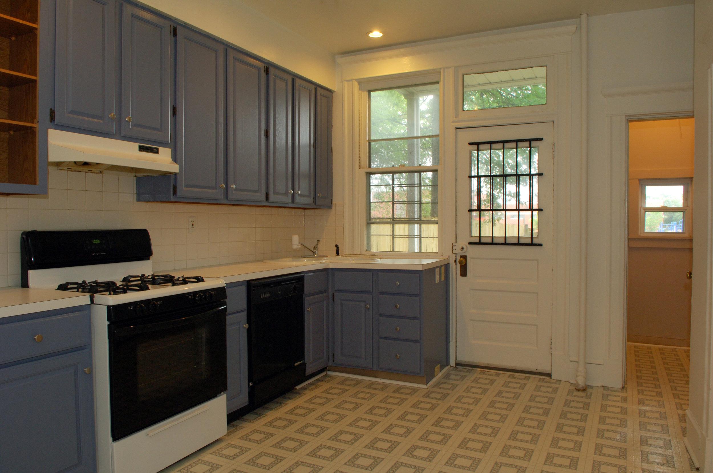 315 kitchen- pantry.JPG