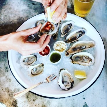 It's Oyster Thursday at Windsor Rose! Perfect for sharing, bring your friends and enjoy $1.50 oysters from 5pm-close! . . . #yyc #calgary #bar #drink #drinks #beer #beerme #drinklocal #drinkspecials #happyhour #shots #pubfood #yycfood #publife #feature #oysters #wine #foodandwine