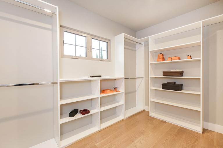 25-21825-Lomita-2bed-closet-mls.jpg