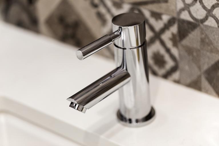 30b-21825-Lomita-faucet-mls.jpg