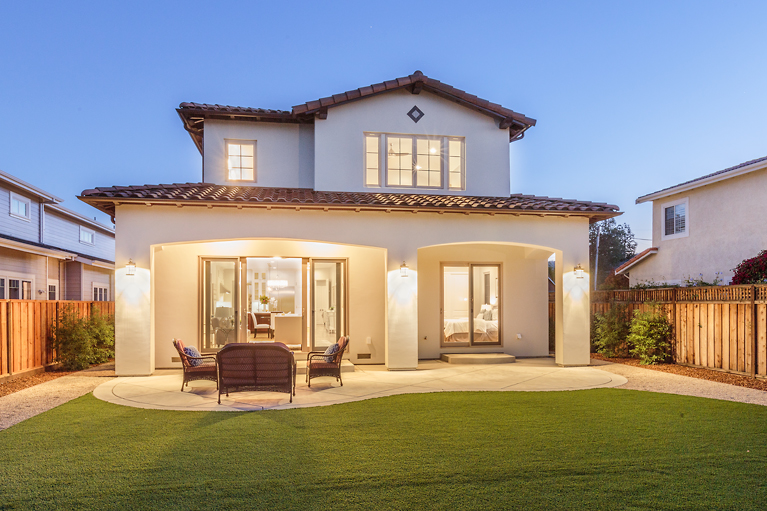 35-21825-Lomita-back-twilight-mls.jpg