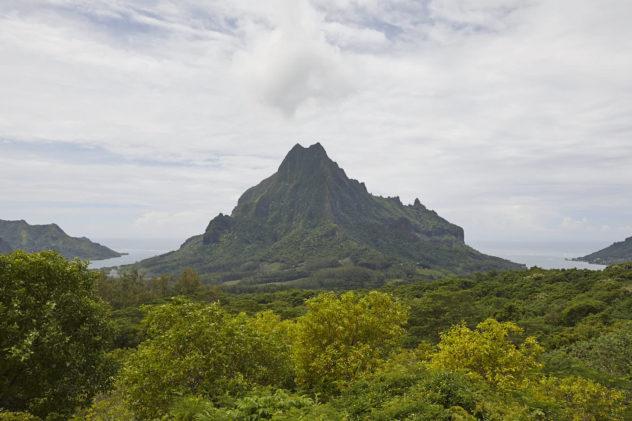 Tahiti-mounain-e1526269745595.jpg