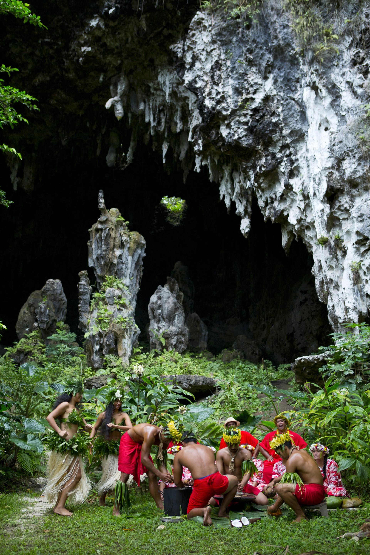 Caves and locals on Rurutu