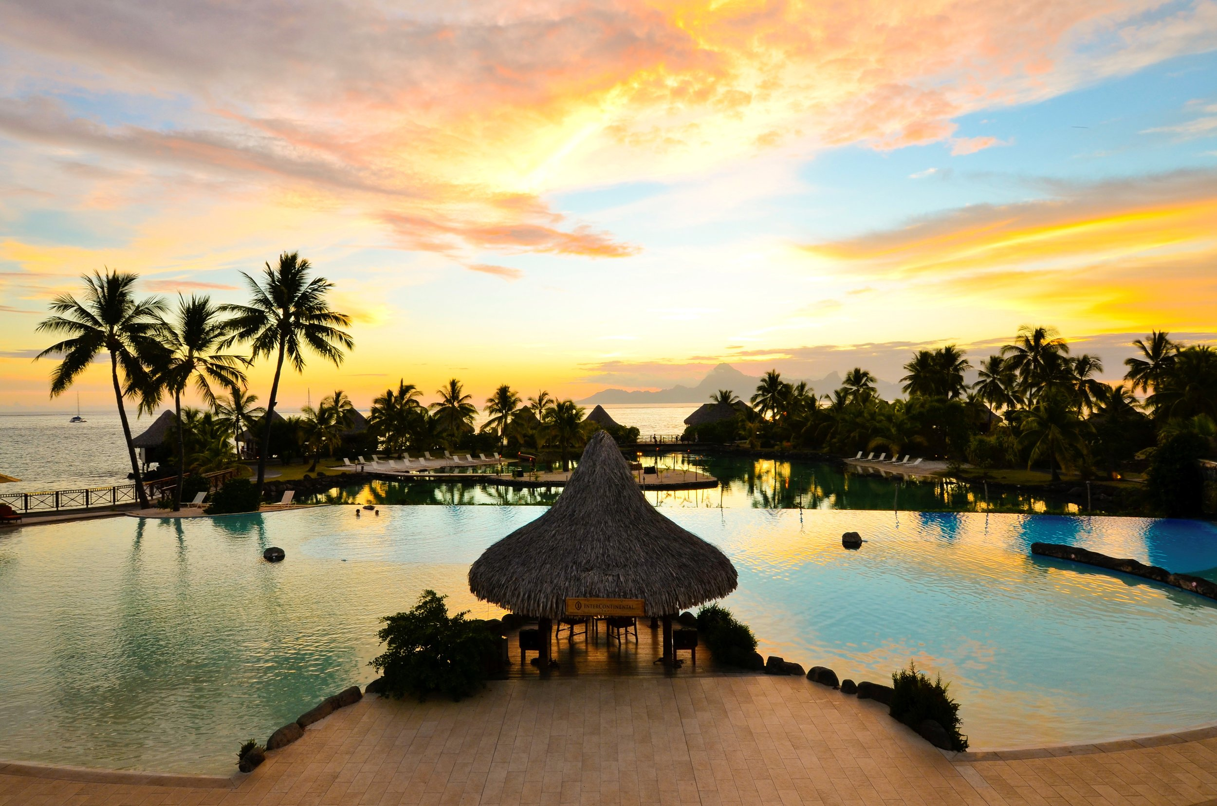 You can relax along a pool or a lagoon in many of the islands