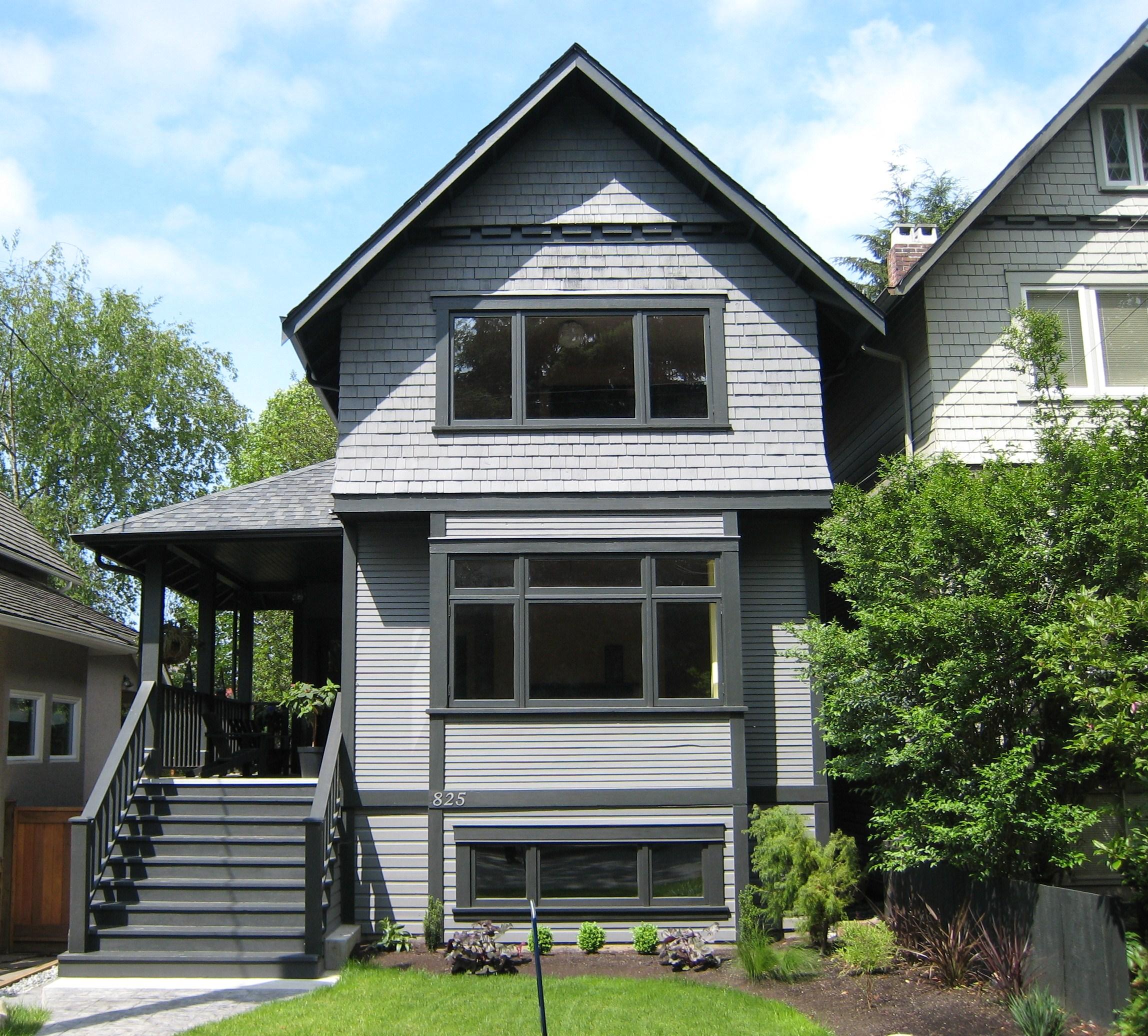 825 Ridgeway Avenue