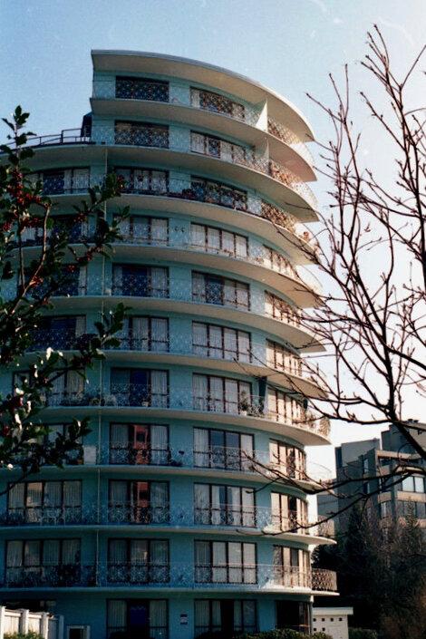 Shoreland Apartments, 2190 Bellevue Avenue. Photo © West Vancouver Archives.