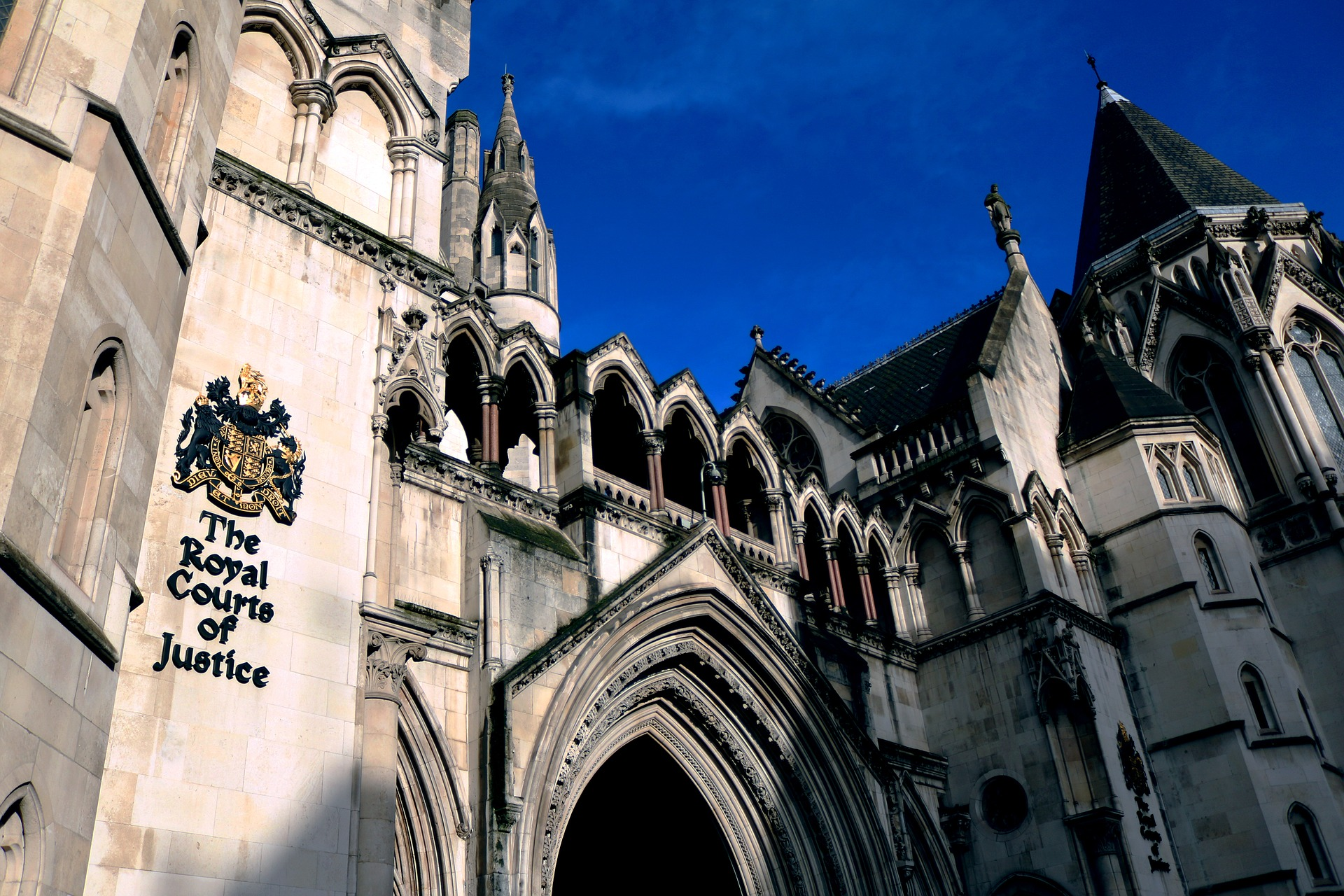 the-royal-courts-of-justice-1648944_1920.jpg