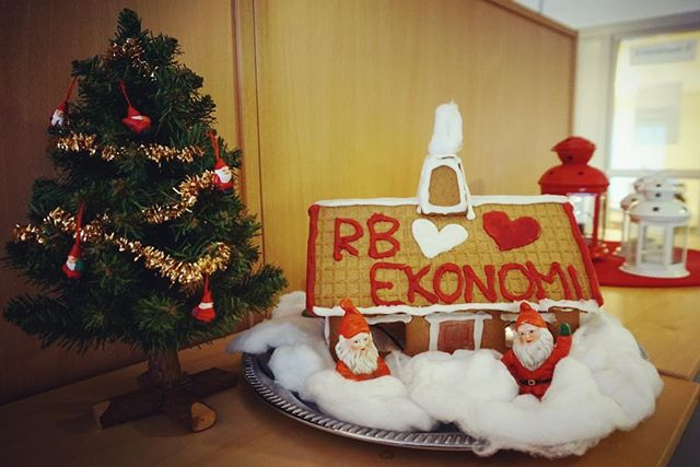 Glad Lucia önskar vi på RB Ekonomi! ❄️Hopas ni får smaka på goda lussebullar och pepparkakor idag 😋