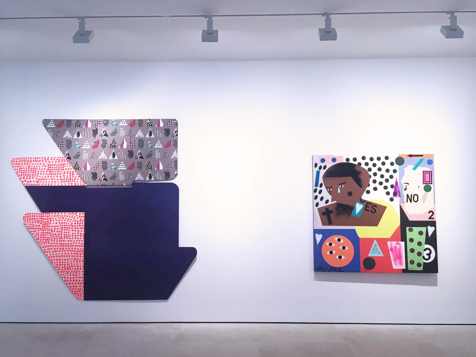 Man Alive , Galerie Maruani Mercier, vue partielle de l'exposition, oeuvres de Ruth Root (à gauche) et de Nina Chanel Abney (à droite)